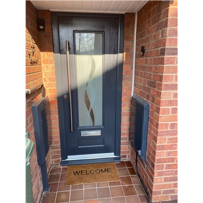 Ultimate Vogue Rockdoor in Anthracite Grey with Haze and Bar Handle